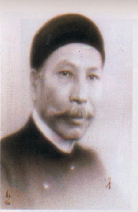 di-anh-vua-ham-nghi-tho-tai-lau-dai-De la Nauche