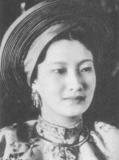 nam-phuong-hoang-hau-marie-therese-nguyen-huu-thi-lan