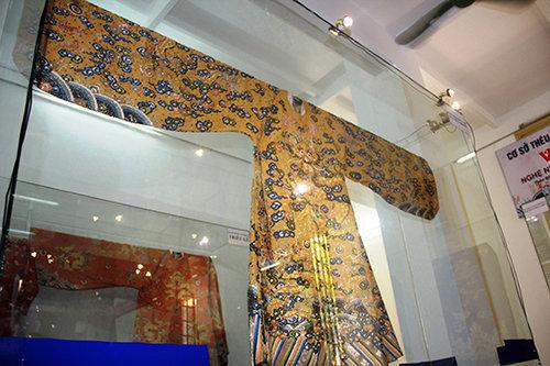 long-bao-vua-dong-khanh